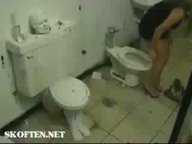 smotret-v-zhenskiy-tualet